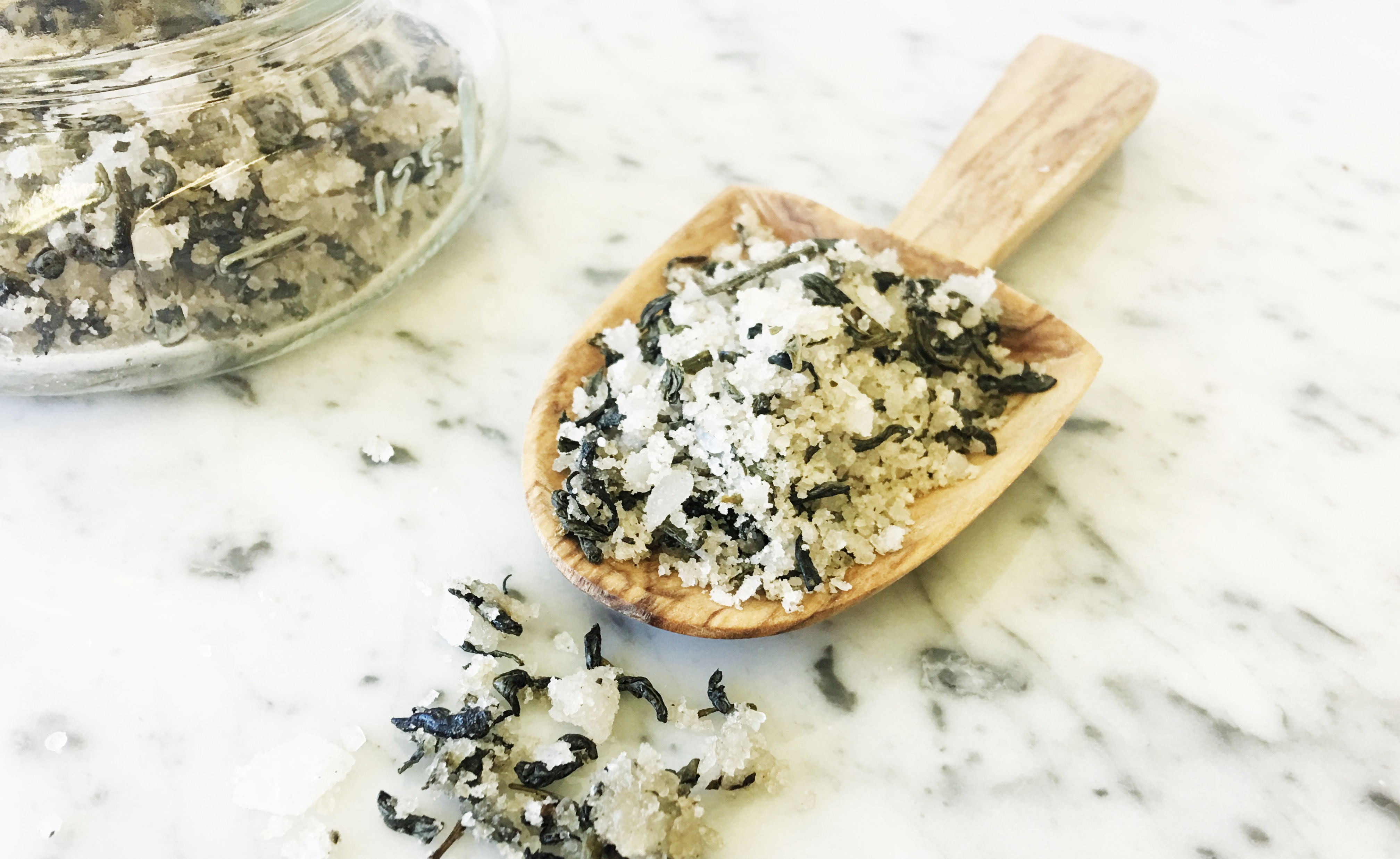 Biome Naked Beauty Bar - Revitalising peppermint foot soak with magnesium salts cooling peppermint - DIY Skin Care