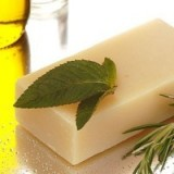 Buy Beauty & the Bees shampoo bar - rosemary & mint